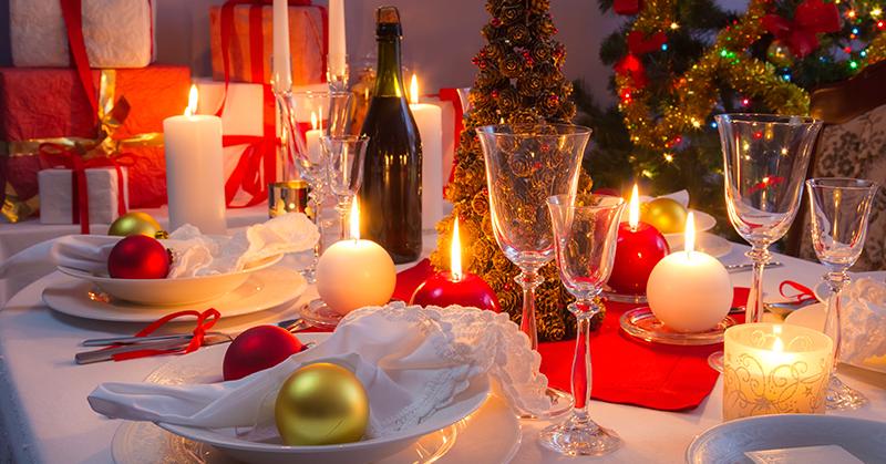 Aprenda como decorar mesa de Natal gastando pouco