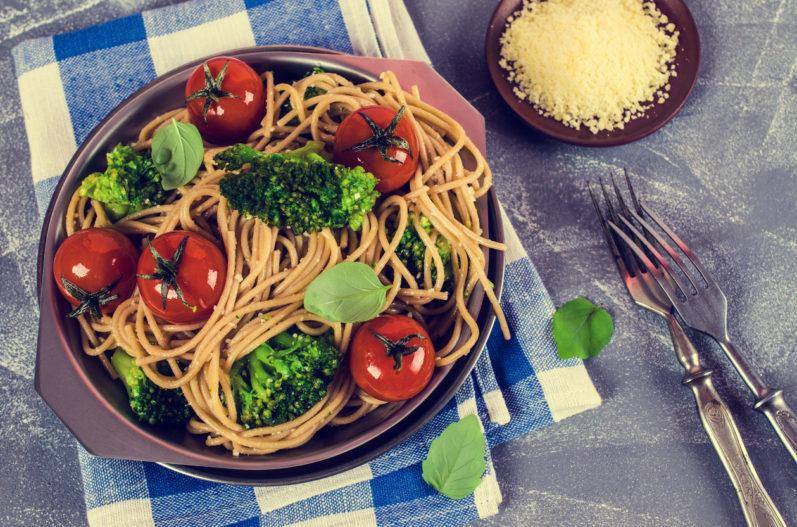 Espaguete integral para o cardápio da semana