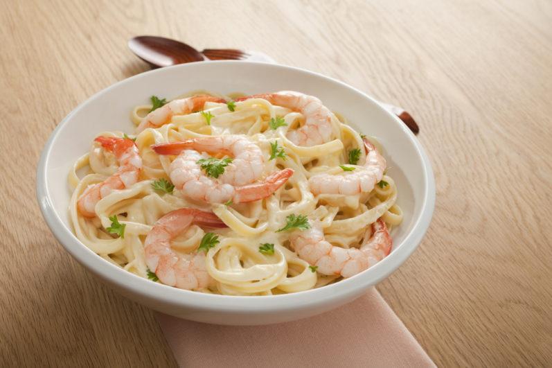 Aprenda a fazer um delicioso macarrão com camarão