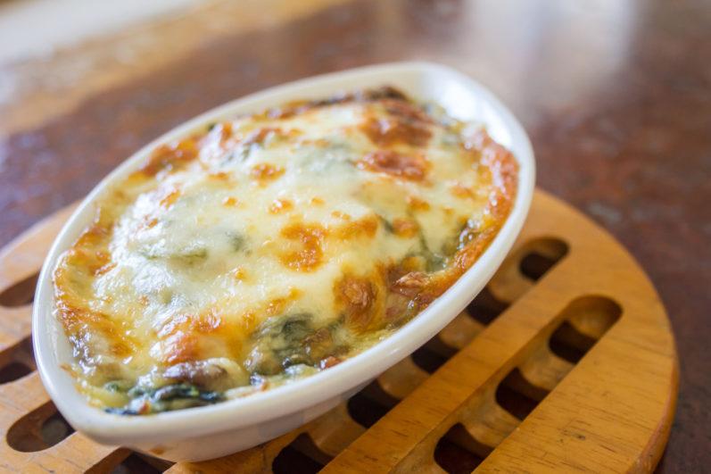 Aprenda a fazer um macarrão gratinado com espinafre super prático