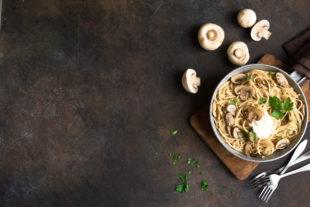 Menu sem carne: delicioso espaguete com molho funghi