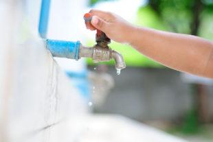 Como economizar água na limpeza da casa