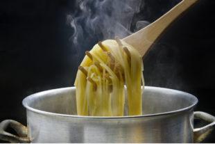 Passo a passo de como guardar macarrão cozido na geladeira