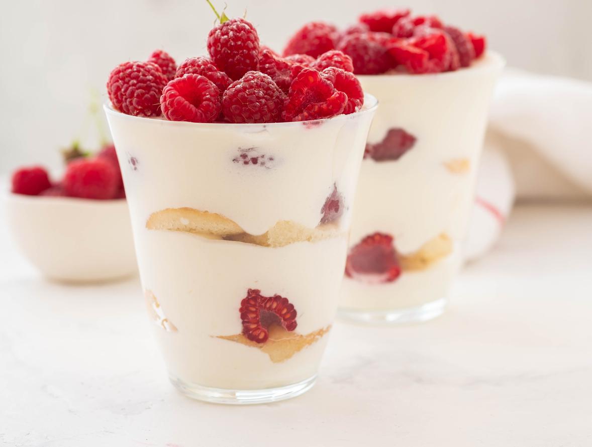 Sobremesa de iogurte com biscoito de baunilha