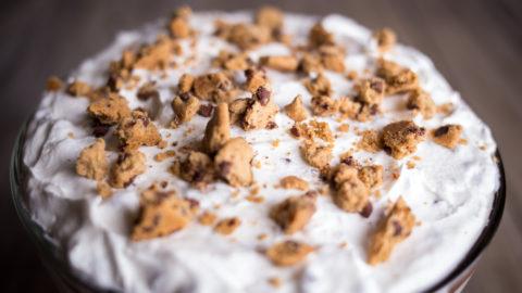 Sobremesa de torta de cookies com sorvete