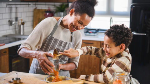 6 atividades legais para fazer em casa