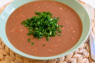 Sopa de Feijão com Macarrão: receita prática, deliciosa e quentinha