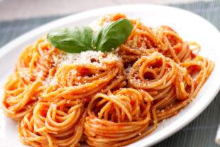 Nunca sai de moda: aprenda a fazer o espaguete tradicional perfeito